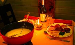 table_avec_fond_et_charcuterie_980x600